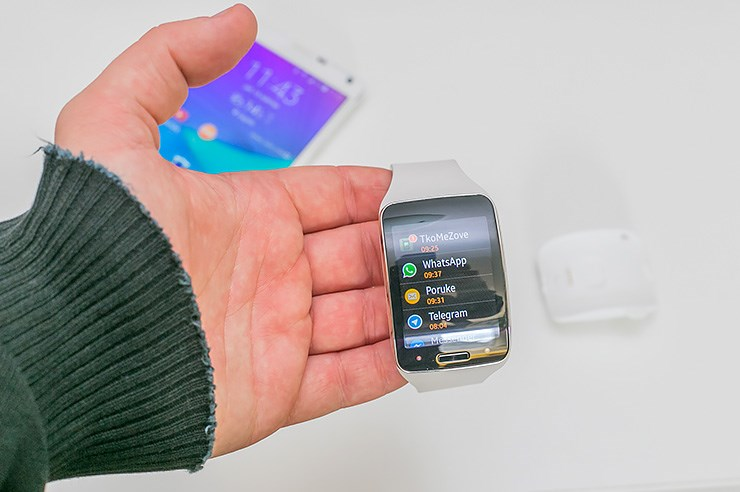 Samsung Galaxy Gear S (9).jpg