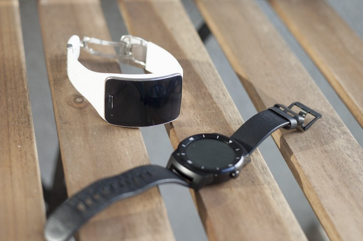 Samsung-Galaxy-Gear-S-vs-LG-G-Watch-R(28).jpg