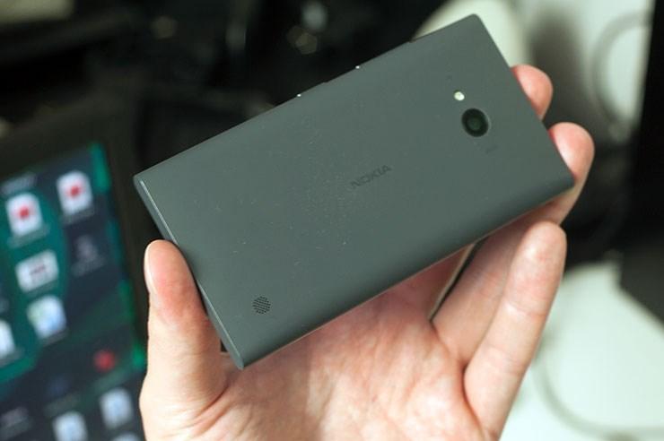 Nokia-Lumia-735-recenzija-iz-ruke-hands-on-review-8.jpg